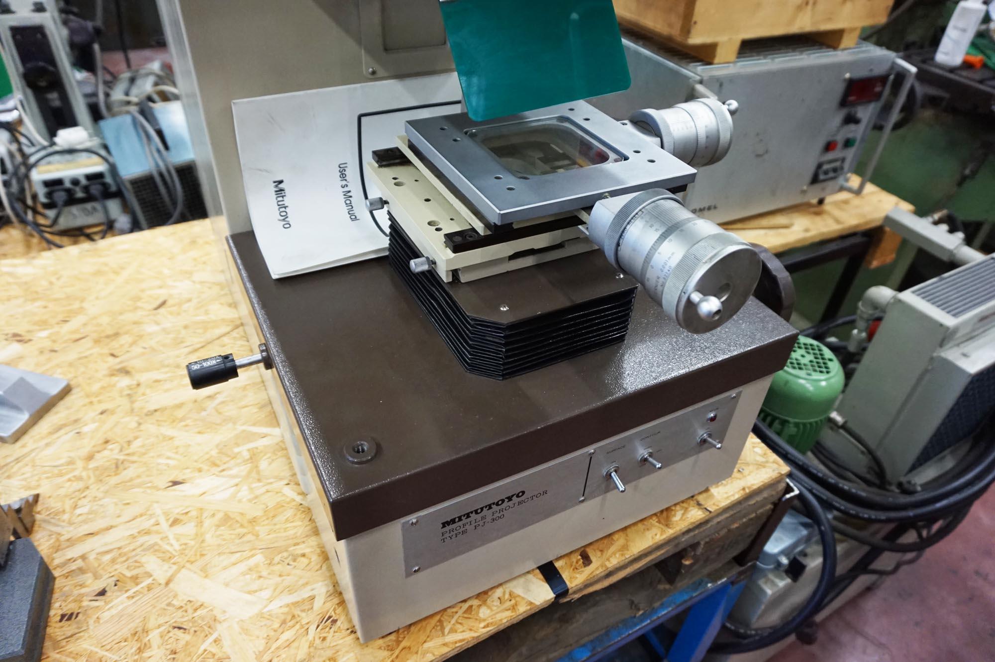 Profile projector Mitutoyo PJ300 - Profile Projector